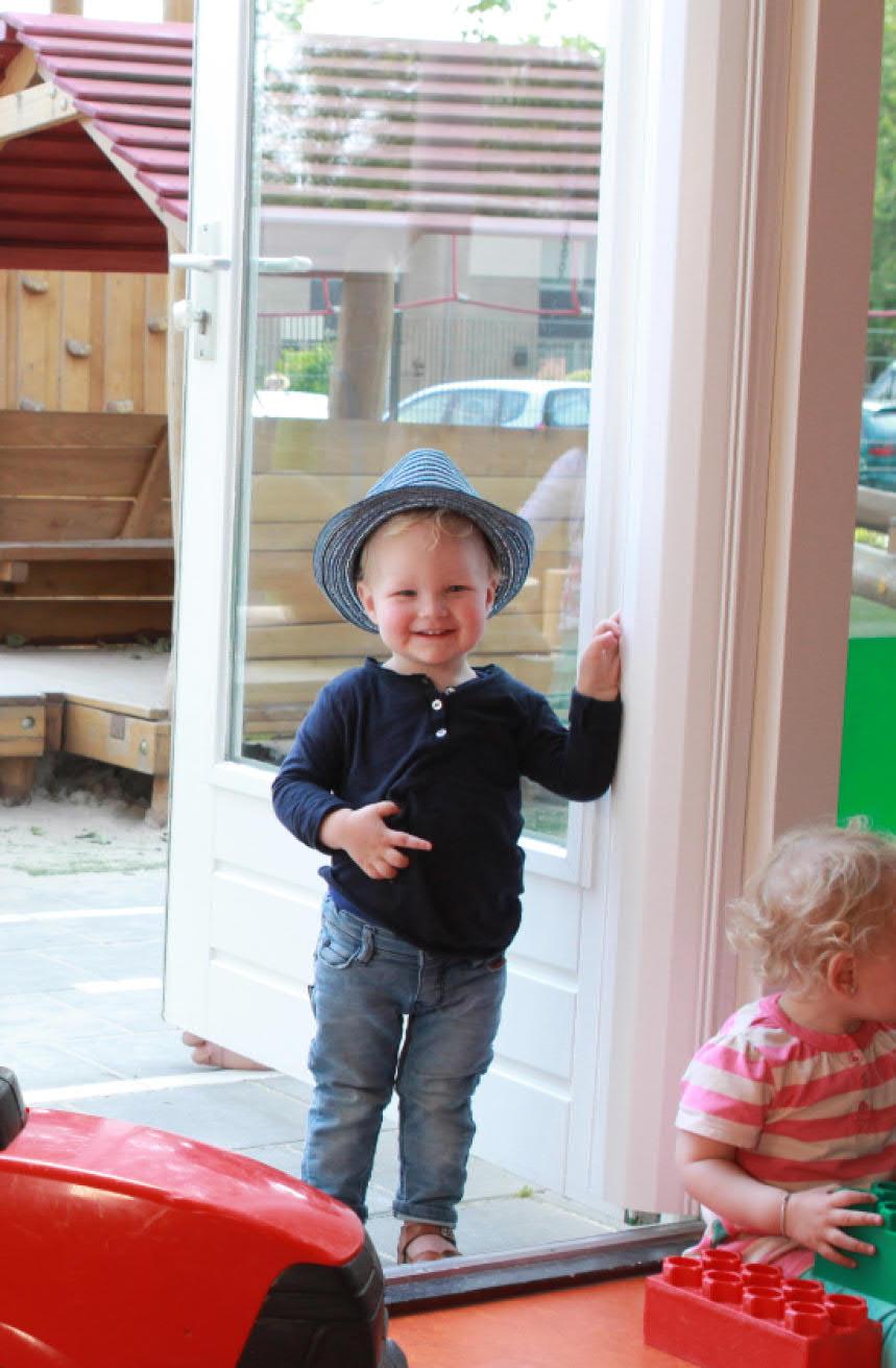 anti pince doigts blanc - enfant heureux